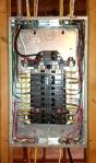 el proyecto de los apartamentos, los avanzados -  alambrando completamente los circuitos ramales y los alimentadores y calculando, diseñando, y instalando el servicio electrico de cada apartamento